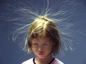 Почему волосы электризуются зимой и как это предупредить?