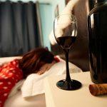 Почему алкоголь – «плохое» снотворное и путь к алкоголизму