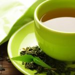 Ученые: зеленый чай может снизить вред от фастфуда