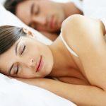 Медики назвали лучшие позы для сна, которые омолаживают организм