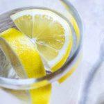 13 заболеваний, которые вылечит лимонная вода