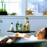 Врачи рассказали, почему полезно принимать горячую ванну