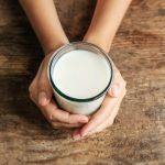 Молоко на ночь: можно или нельзя